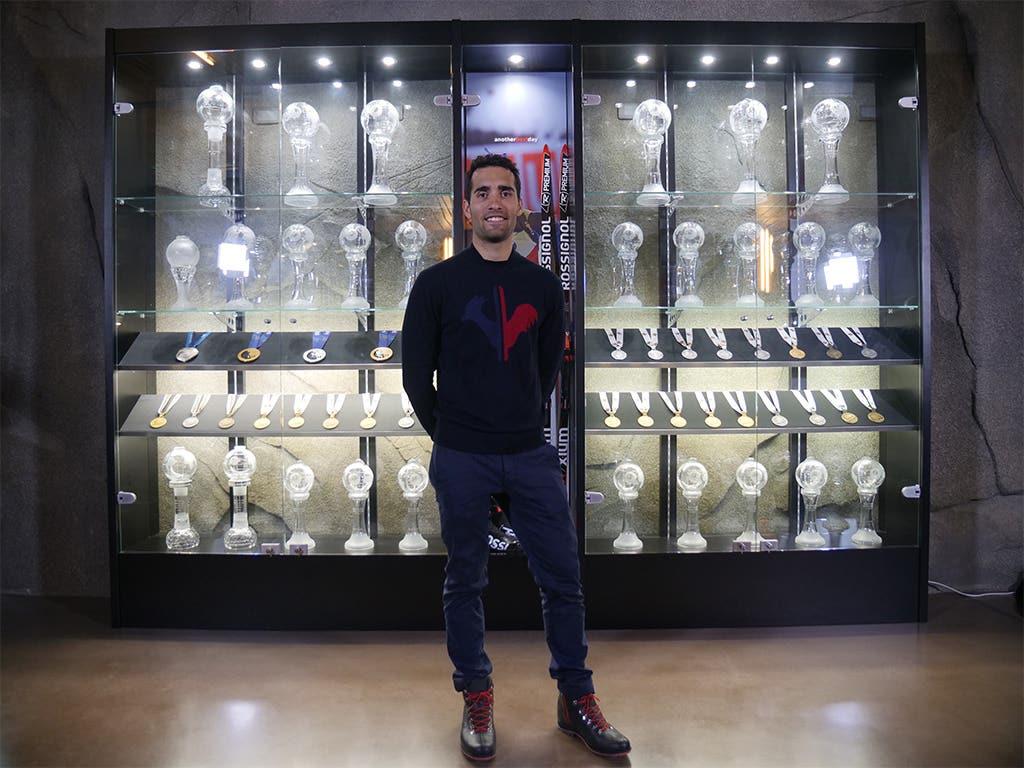 Martin Fourcade inaugure sa vitrine de trophée au siège international de Rossignol