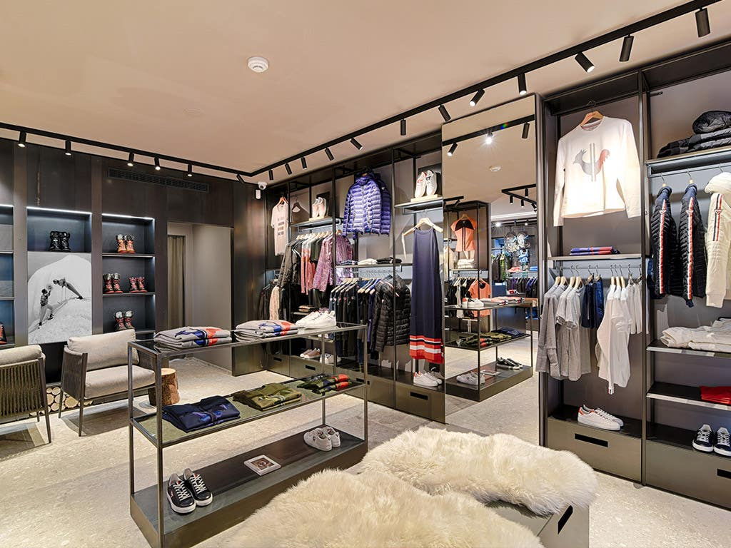 Rossignol renovates and extends the historical boutique in Chamonix